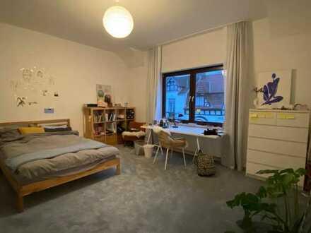 Exklusive, modernisierte 2-Zimmer-Wohnung mit Balkon in Bremen