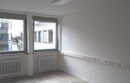 Helle und moderne Praxis- oder Büroräume in sehr guter Lage in Usingen