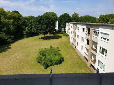 Gepflegte 4-Zimmer-Wohnung mit Balkon und Einbauküche in Bremen