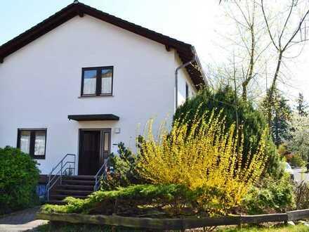 Sehr schöne, sonnig und ruhig gelegene 2 ZKB im 2 FH mit Terrasse, Garten und Garage