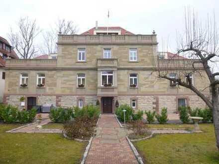 Modernisierte 4,5-Zimmer-Maisonette-Wohnung mit Balkon und Einbauküche in Rottenburg