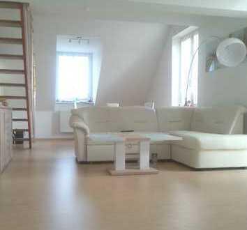 Direkt vom Eigentümer! Attraktive 4-Zimmerwohnung mit eigenem Tiefgaragenstellplatz in Lichtenberg!