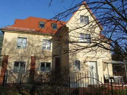 Radebeul-Ost! Saniertes Einfamilienhaus in zweiter Reihe mit guter Infrastruktur