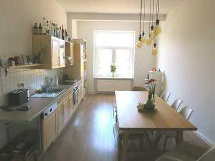Helle Wohnung mit großer Wohnküche mit Einbauküche!