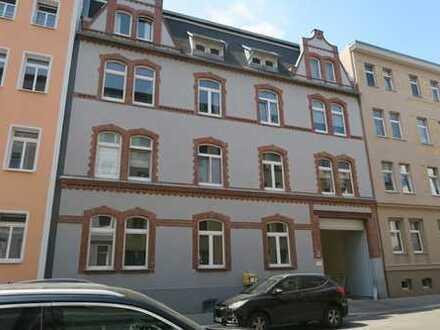 Schöne helle 3 Zi-Wohnung mit großer Wohnküche, Laminat und Wannenbad im östl. Stadtteil von Halle
