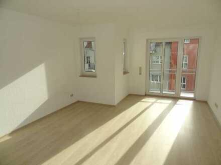 Erstbezug nach Sanierung Singlewohnung mit Einbauküche und Balkon
