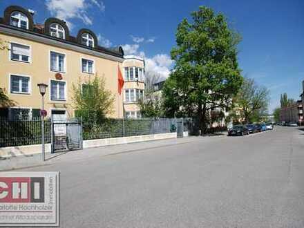 Nymphenburg / Rarität in Liebhaber Lage – 2 Zimmer Altbau-Maisonette-Wohnung mit Südterrasse