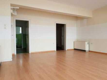 Schönes Ladengeschäft/Büro mit Hinterzimmer in Geschäftszeile in Gernsbach zu vermieten