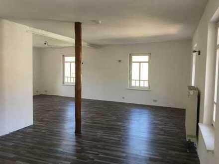 Viel Holz, Viel Licht, Viel Platz! Top Lage inclusive Küche und großer Terrasse