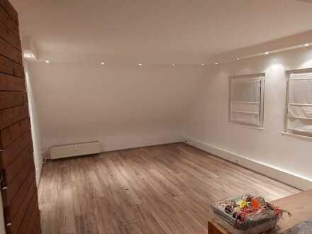 Schöne, frisch sanierte Maisonnette-Wohnung (Kontaktdaten siehe Beschreibung)