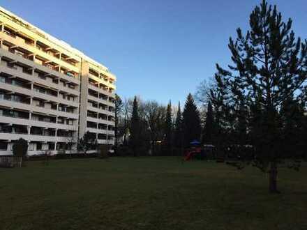 Erstbezug nach Sanierung mit Balkon und Schwimmbad : exklusive 1-Zimmer-Wohnung in Augsburg