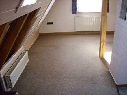 Helle 1-Zimmer-Dachgeschosswohnung in Neuffen, gute Lage, an Einzelperson, Nichtraucher