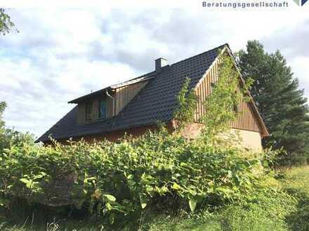 Wohnhaus zum Um- und Ausbau in grüner Alleinlage