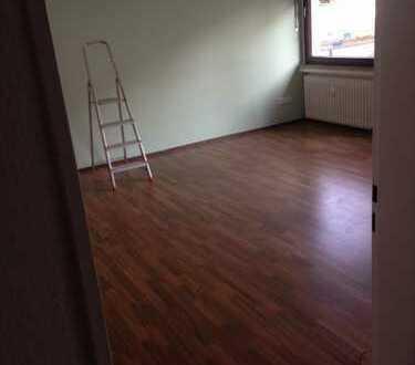 Stilvolle, geräumige und gepflegte 2-Zimmer-Hochparterre-Wohnung mit Balkon in Gauting