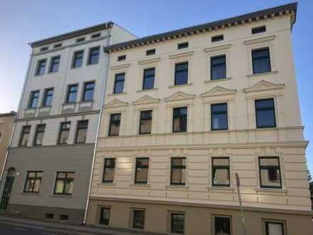 Bild_Stuckaltbau mit Balkon: attraktive 3-Zimmer-WE, abgezogene Dielen