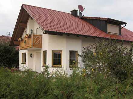 Gepflegtes Einfamilienhaus mit fünf Zimmern und Einbauküche in Erkheim