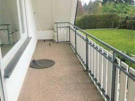 Provisionsfrei! Großzügige Dachgeschosswohnung in schöner und ruhiger Lage für Pärchen oder Single.