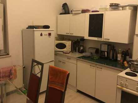 Helles Zimmer in 3er WG nähe Bahnhof