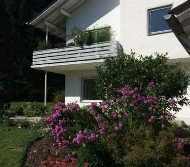 Privat: Helle, sonnige OG-Wohnung in Zweifamilienhauses, ruhige Lage mit Blick ins Grüne