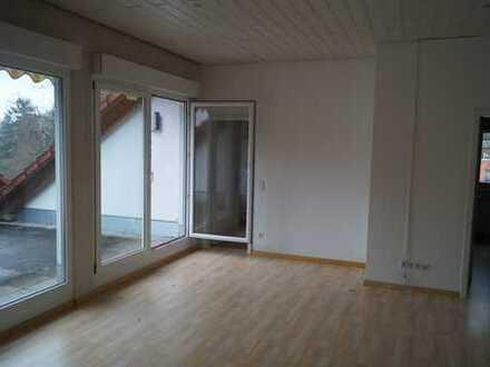 Helle, großzügige Dachgeschosswohnung mit Dachterrasse und EBK in Karlsruhe-Durlach