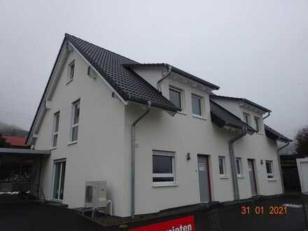 Erstbezug: 2 großzügige Doppelhaushälften mit Garten/Terrasse zur Miete in Burladingen-Salmendingen