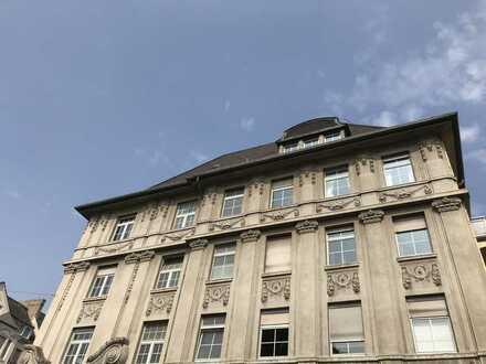 Große Etage in markantem Gebäude in Top-Lage