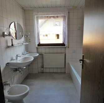 Erstbezug nach Sanierung mit Balkon: 5-Zimmer-Wohnung in Kemnath