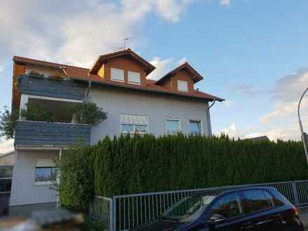Attraktive 5-Zimmer-Maisonette-Wohnung mit Garten, Dachgarten, Balkon und EBK in Seligenstadt