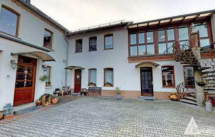 Stadtvilla mit 600 m² Fläche- mit großem Garten (1568m²), Pool und Sauna im Süden von Halle (Saale)