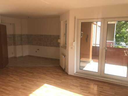 Schöne sonnige zwei Zimmer Wohnung in Großröhrsdorf mit zwei Balkonen