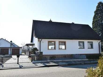 MA-Blumenau: 1 Familienhaus DHH mit sehr großem Grundstück und weiteren Bebauungsmöglichkeiten