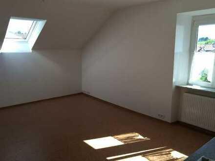 Modernisierte 1-Zimmer-Dachgeschosswohnung mit Einbauküche in Balingen-Engstlatt