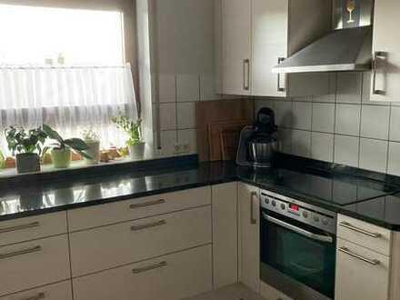 Gepflegte 5-Raum-Wohnung mit Balkon und Einbauküche in Reichenbach