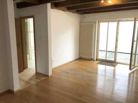 Großes Zimmer mit eigenem Bad und Terrasse in exklusiver WG !