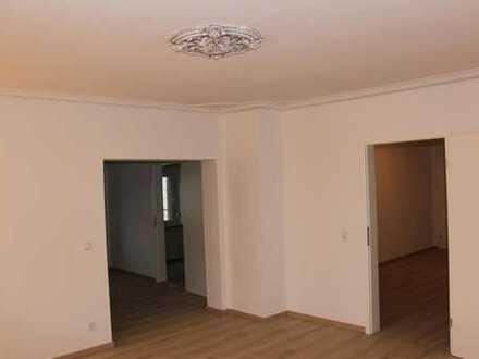 Komplett renovierte 4 ZKB Wohnung im 1. OG eines Zweifamilienhauses