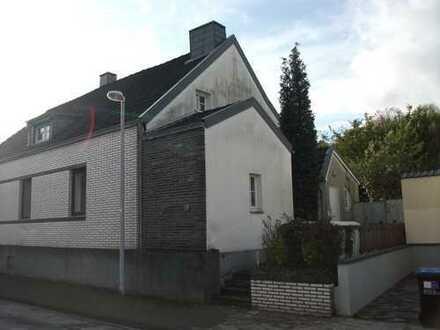 —- Keine Provision ! --- Kleine Doppelhaushälfte mit Garage in Mülheim / Speldorf