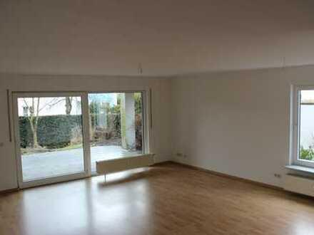 Moderne 3 Zimmer-Wohnung mit Gartenanteil in Frankfurt am Main