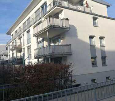 Neuwertige 4-Zimmer-Wohnung mit Balkon und Einbauküche in Köln