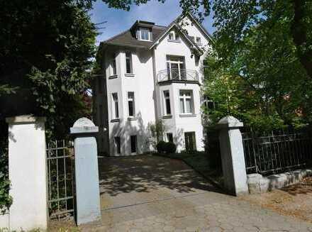 Repräsentative Büro- und Praxisfläche in stilvoller sanierter Villa in Heimfeld!