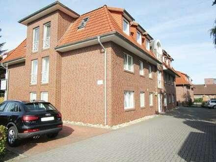 Bezugsfreie 2 ZKB Wohnung mit großem Balkon und EBK an nette Einzelperson