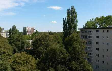 Renovierte 3 Zimmerwohnung in Bogenhausen, oberstes Stockwerk, Küche, teilmöbliert, U4