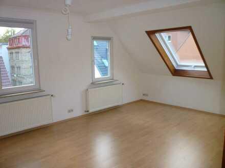 Schöne 3 Zimmer Dachgeschosswohnung in ruhiger Lage in Stuttgart-Süd