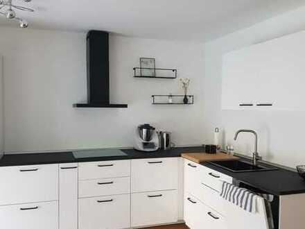 In Obertraubling: neuwertige Erdgeschosswohnung mit drei Zimmern + großer Hobbyraum und Terrasse