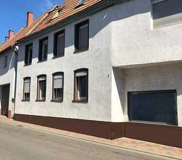 Zentral gelegenes Wohn- und Geschäftshaus mit Potenzial