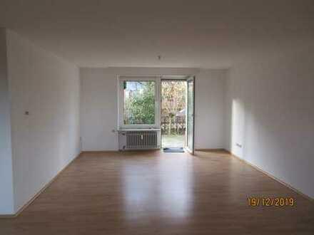 Gepflegte Erdgeschosswohnung mit vier Zimmern sowie Terrasse und Einbauküche in Kaiserslautern