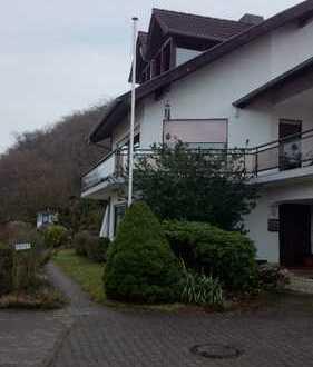Schöne, geräumige zwei Zimmer Dachwohnung mit Terasse und Balkon in Bingen mit Blick auf den Rhein.