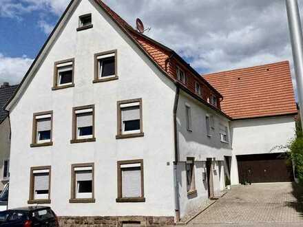 Komplett Saniertes Mehrfamilienhaus mit DoppelGarage , Schuppen mit Hebebühne & Wohnmobil Garage