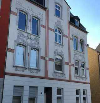 Gepflegte 6-Zimmer-DG-Wohnung mit Balkon, EBK, Solaranlage und 70 m² Nutzfläche in Bochum