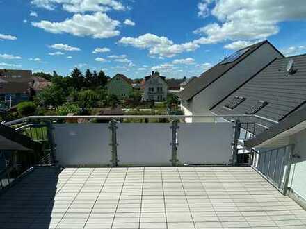 Vollständig renovierte DG-Wohnung mit drei Zimmern sowie Balkon und EBK in Biebesheim am Rhein