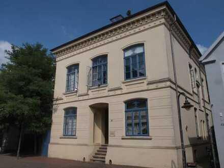 Brake// Schöne 2 Zimmer-Wohnung im Denkmalschutz zu vermieten